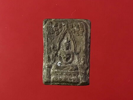 B.E.2497 Phra Chinnarat Tha Rue holy powder in small imprint (SOM170)