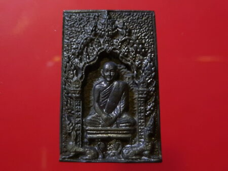 B.E.2519 LP Pae with Soom Singha Nawaloha amulet in beautiful condition (MON301)