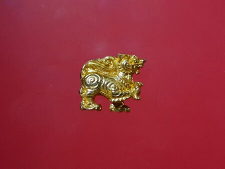 Rare amulet B.E.2517 Singha lead amulet with gold color (GOD146)