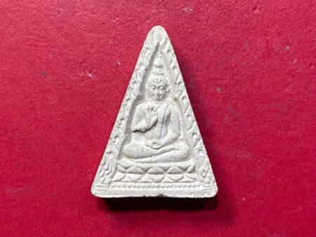 Wealth amulet B.E.2514 Phra Khong Kwan holy powder amulet in triangle imprint (SOM462)